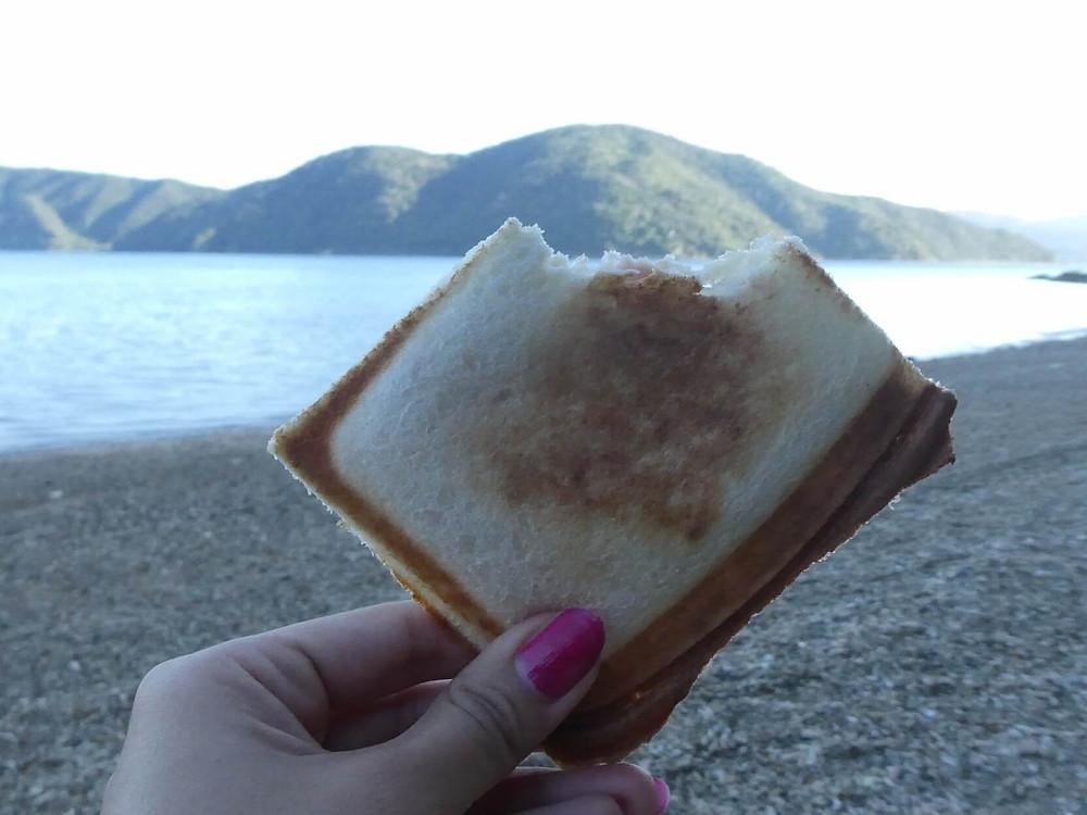 加計呂麻島のキャンプのモーニング