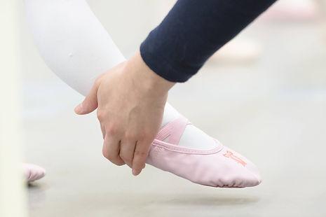 品川区中延の子どもバレエ教室「あらいりんバレエスタジオ」   できないことを指摘するのではなく、できたところを誉めて、次の課題へ向かうやる気を起こさせる指導