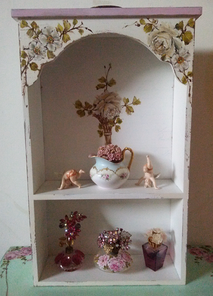 Beautiful Display Wall Display Shelf Cabinet White Roses