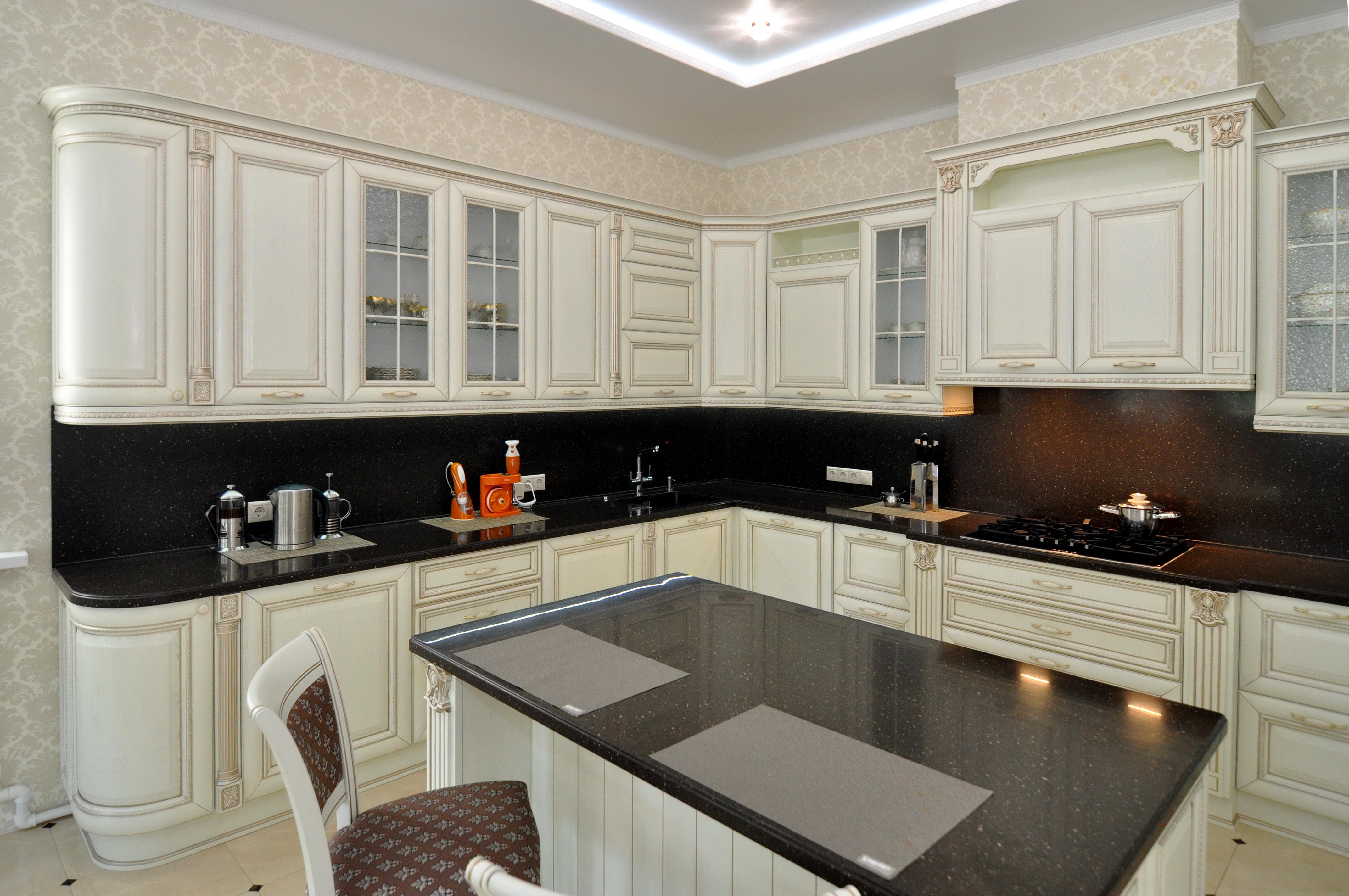 Шкафы со стеклом. кухня Алиери