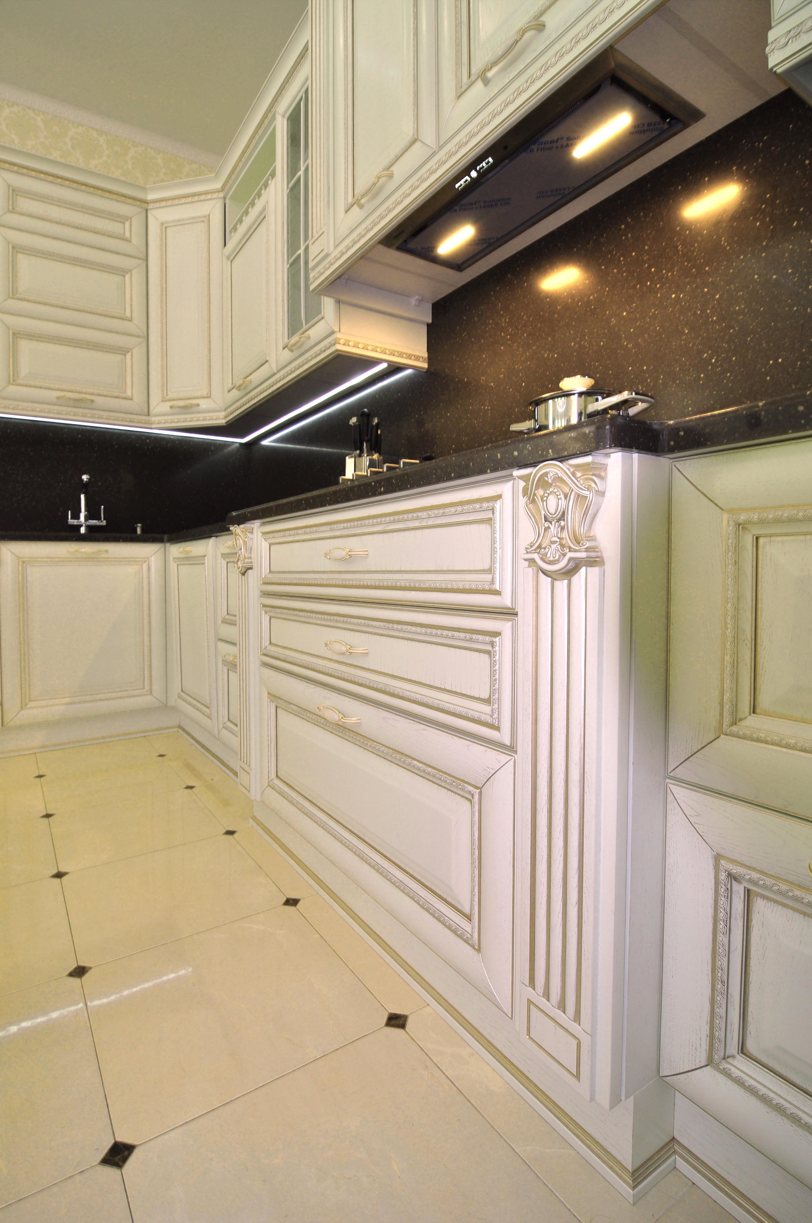 Кухня Алиери. Декор колонны
