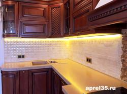 Кухни в классическом стиле с подсветкой