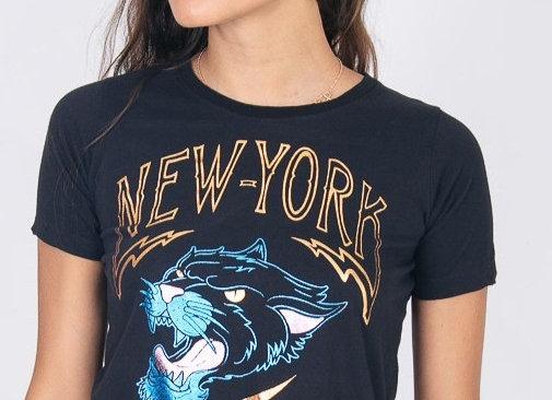 T-Shirt M&G Preta e Dourado New York