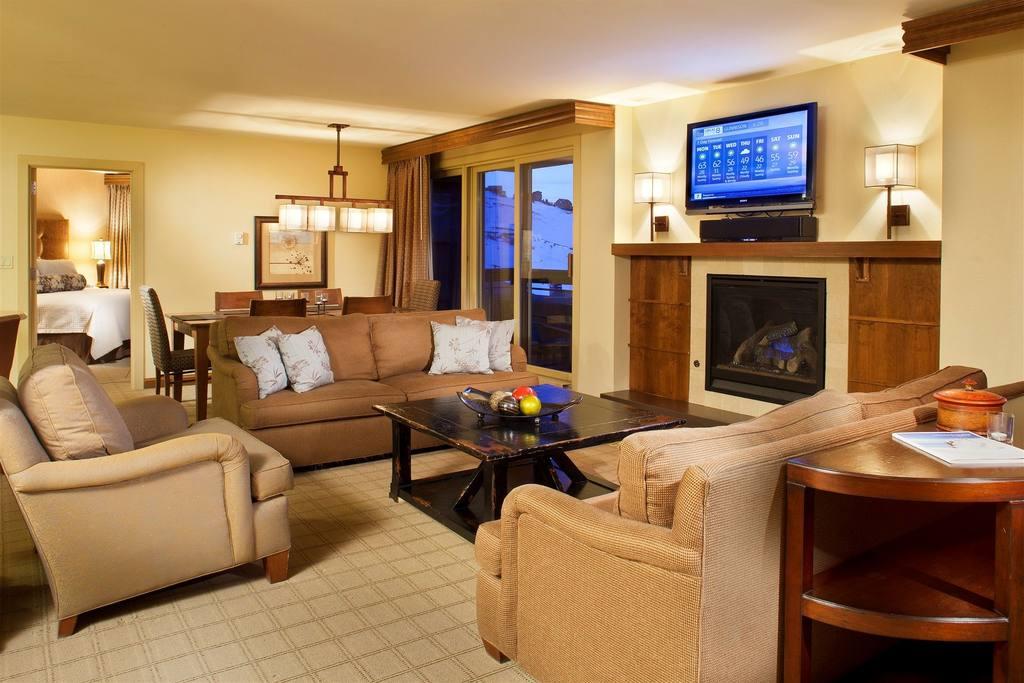 Work_and_Travel_Elevation_Colorado_pokój_salon