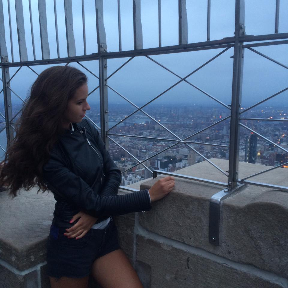Klaudia na Empire State Building