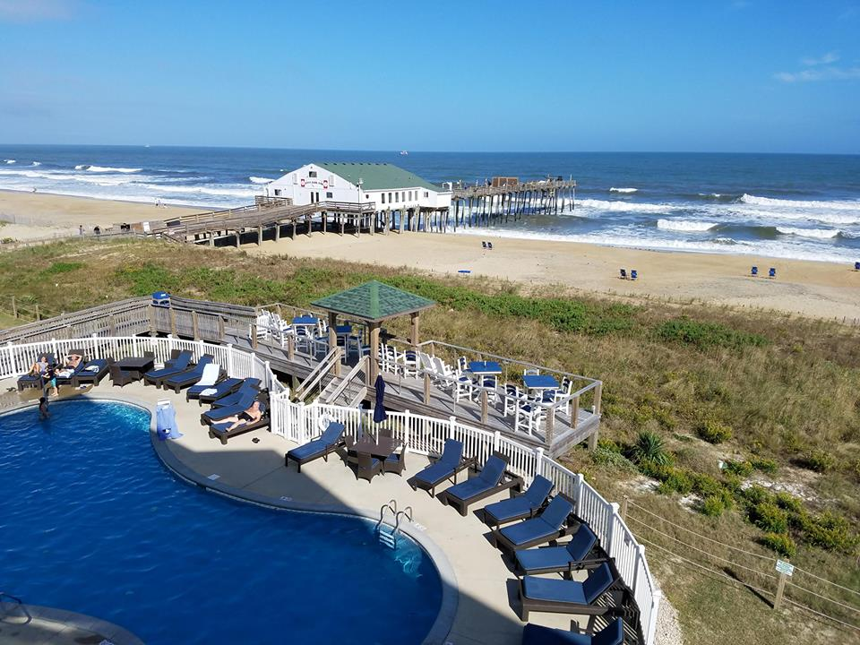Hilton Garden pool and pier Work and Travel IECetner