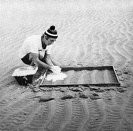 1974 empreinte sable.jpg