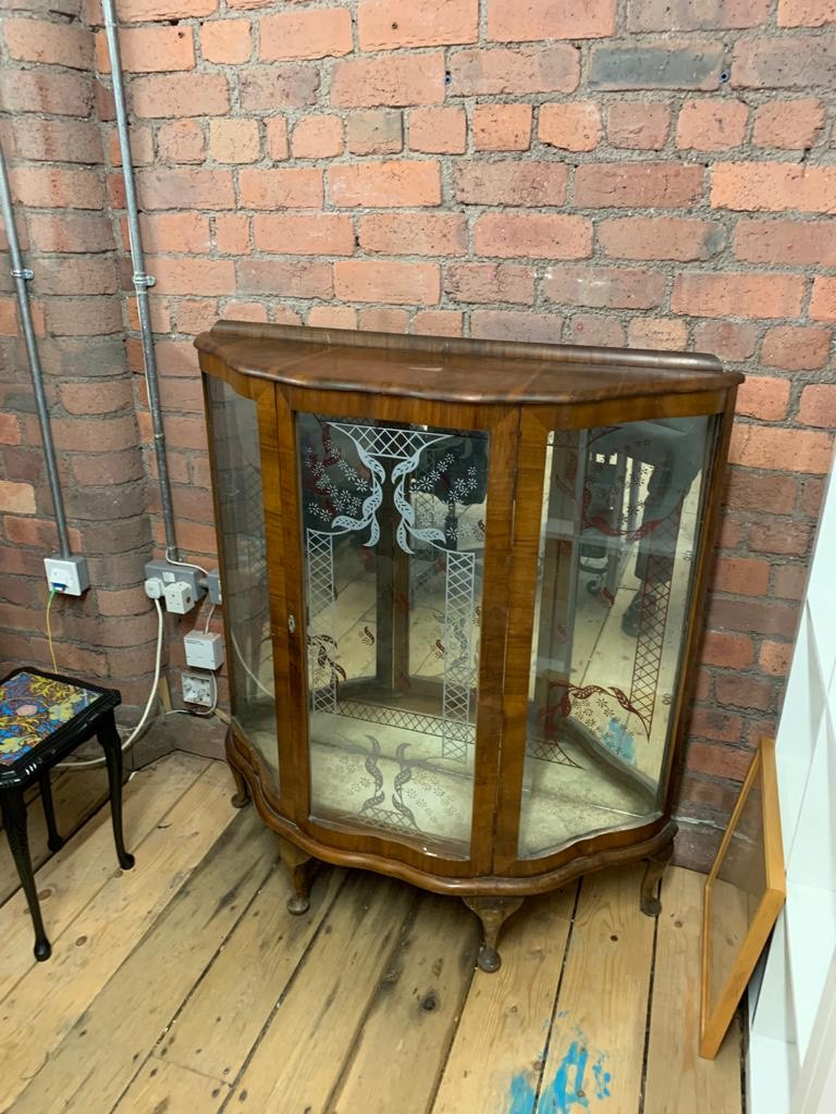 Display cabinet - before