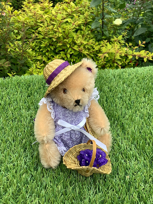 Teddy Hermann 13417 with hat and basket