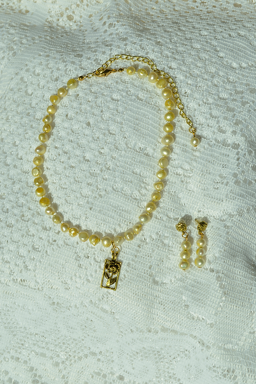 Freshwater Pearl (Golden Color)
