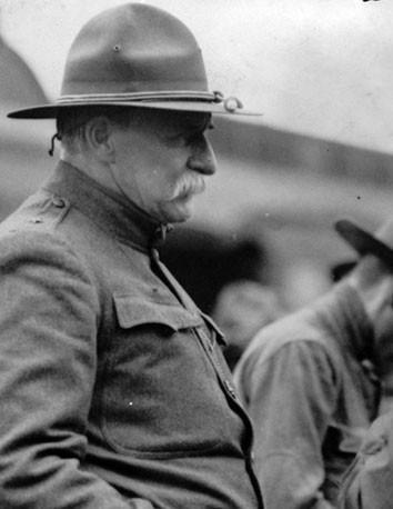 Le général Chase - commandat de la milice