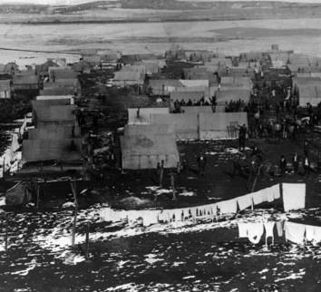 La colonie des tentes des grévistes avant le massacre