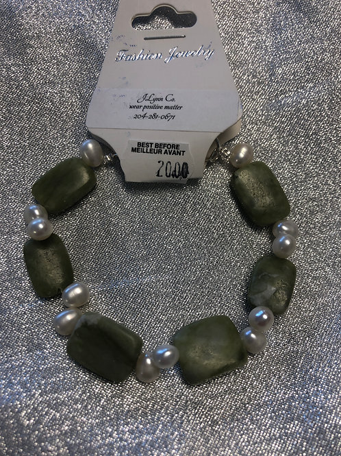 Serpentine and fresh water pearl bracelet