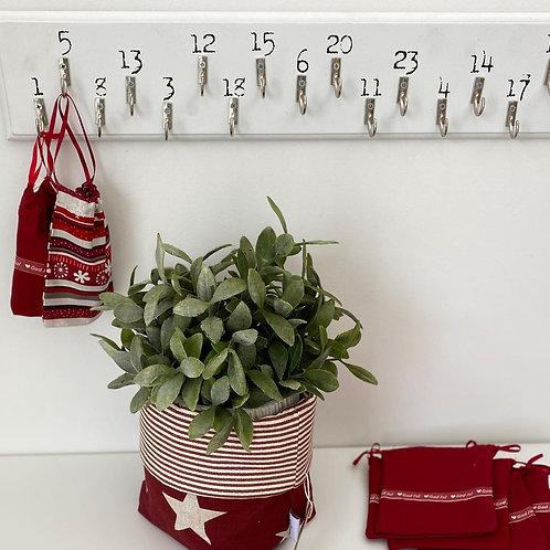 Adventskalender med gavepose og julekurv