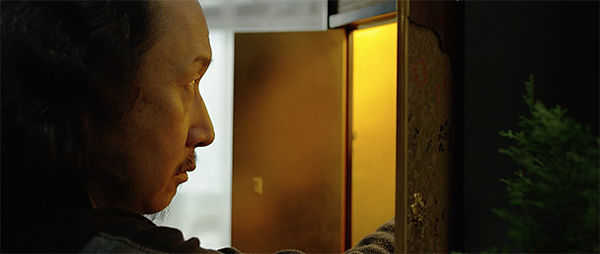 Naoyuki Ikeda as Takashi Oniwa sets up his butsudan