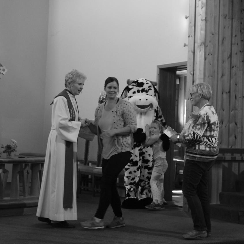 Julebygda_-_Ragnhild_Fasseland_takkes_av_Karen_M_Harbo_og_Margunn_Håland
