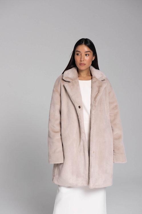 Укороченное пальто из искусственного меха