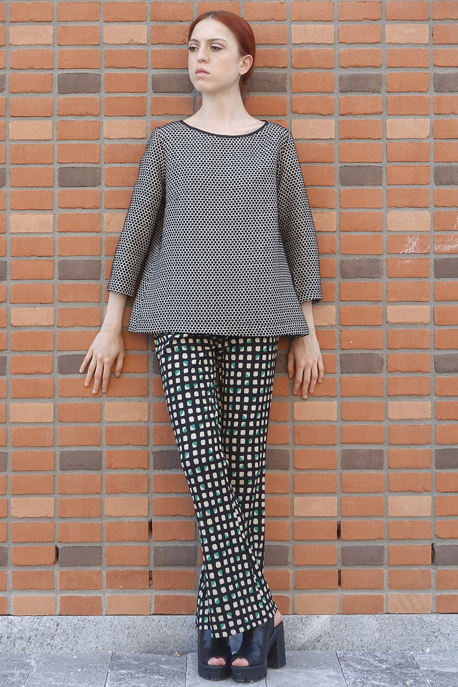 Wool jacquard coat and checks printed trousers. Pois jacquard outwear. 60's Style