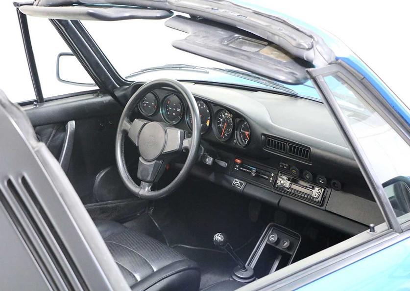 1982 Porsche 911SC00009.jpg