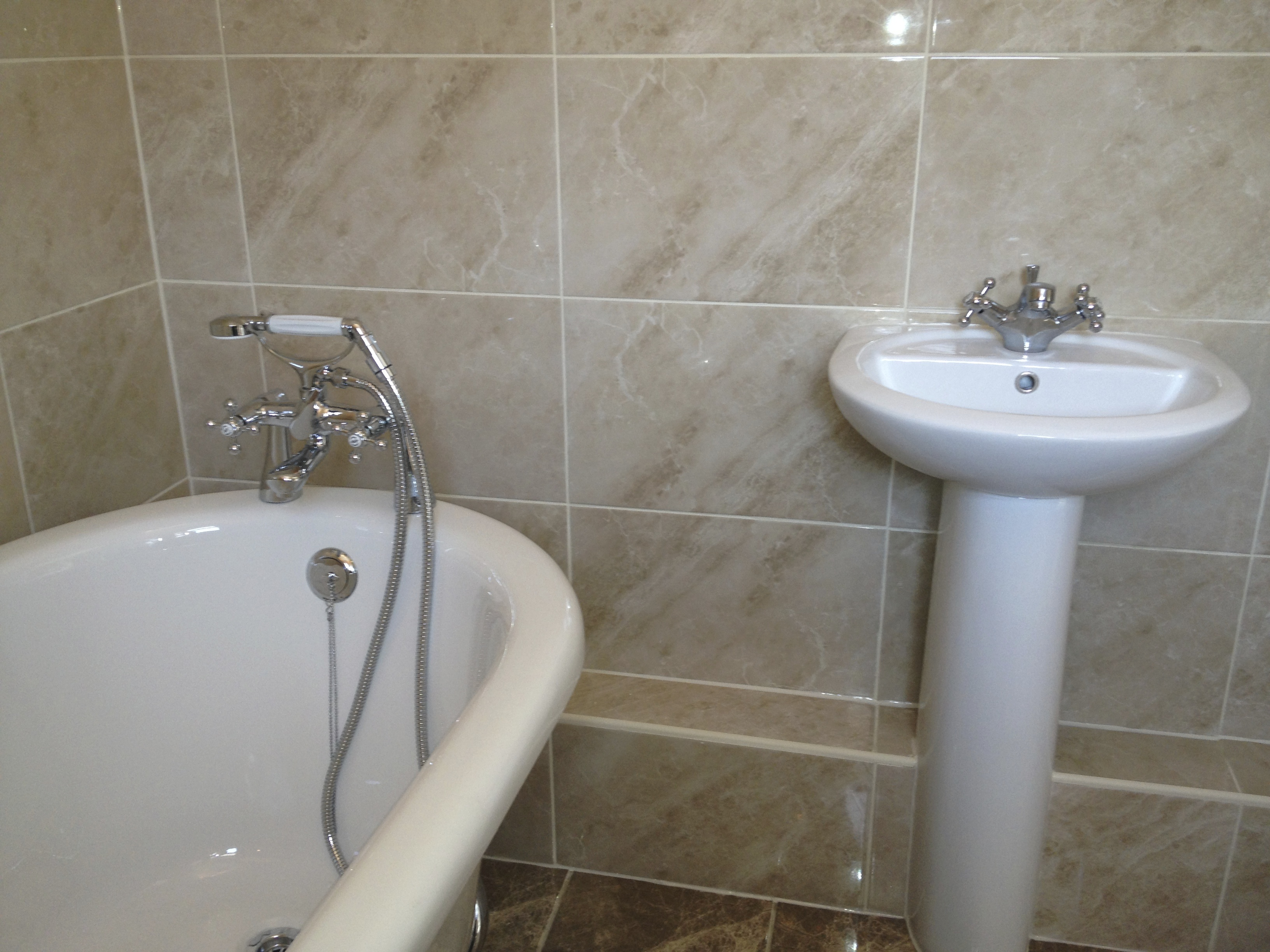 Free standing Slipper bath and Basin
