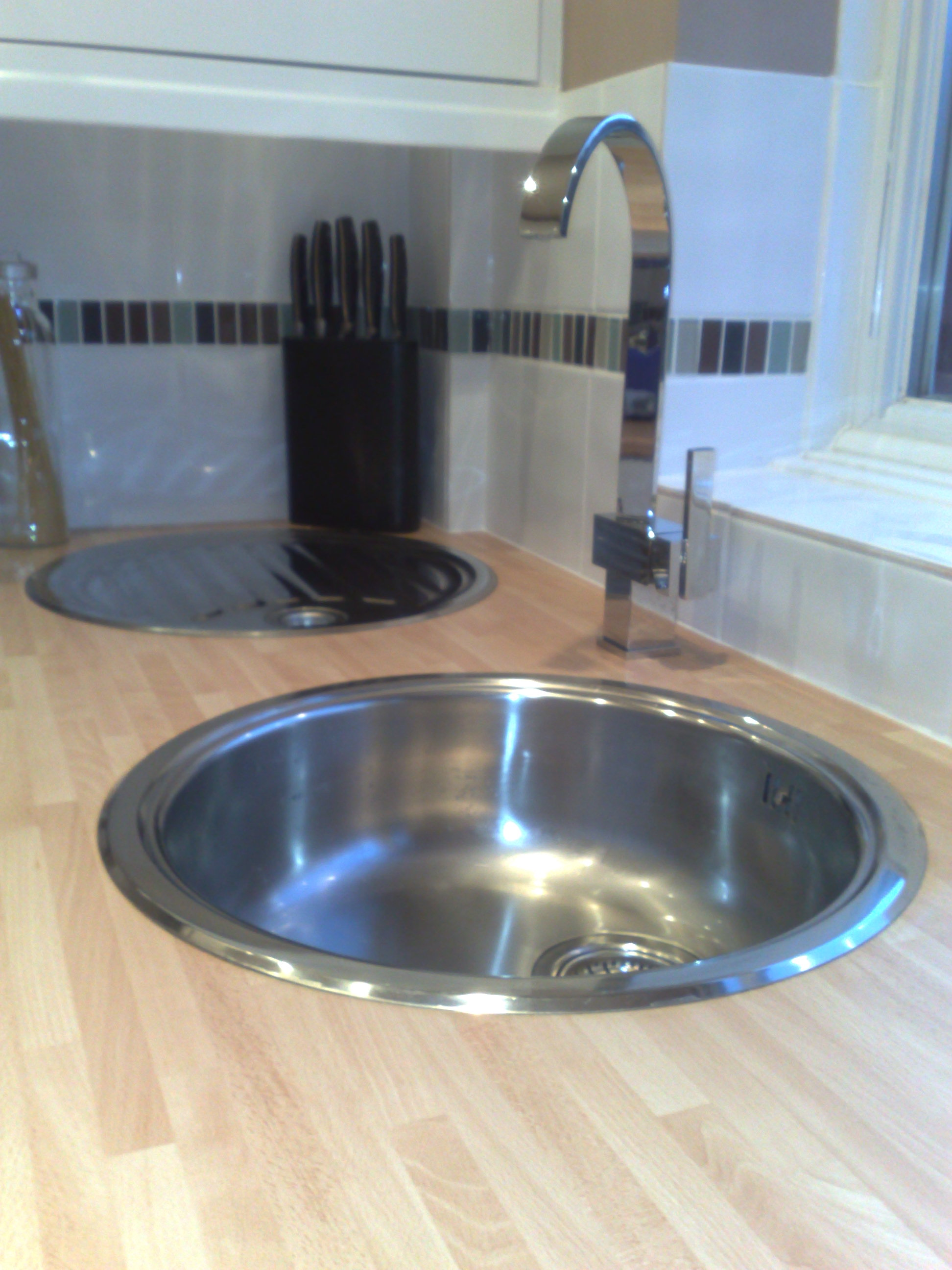 Separate Circular Bowl and Drainer.