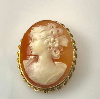 Left facing shell cameo