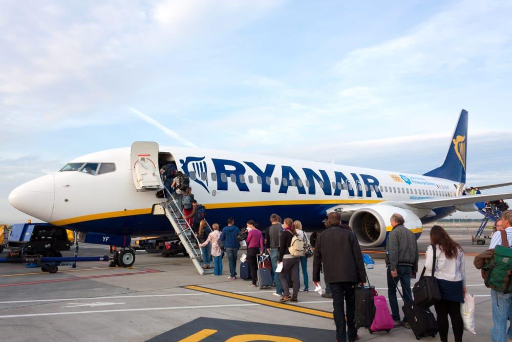 Ryanair annuncia: voli sospesi sino a fine maggio