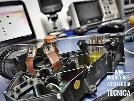 Como fazer a manutenção preventiva do seu projetor?