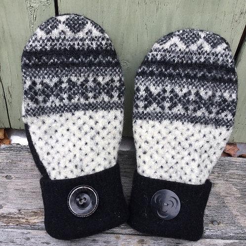 Norwegian black and white Arctic med reg