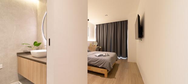 Deluxe Room @ The Clover Suites