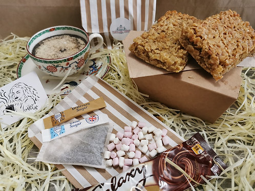 Gift Set- Candle, mince pies & flapjacks