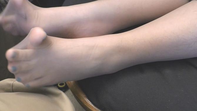 [NEW] Pampering her nylon feet