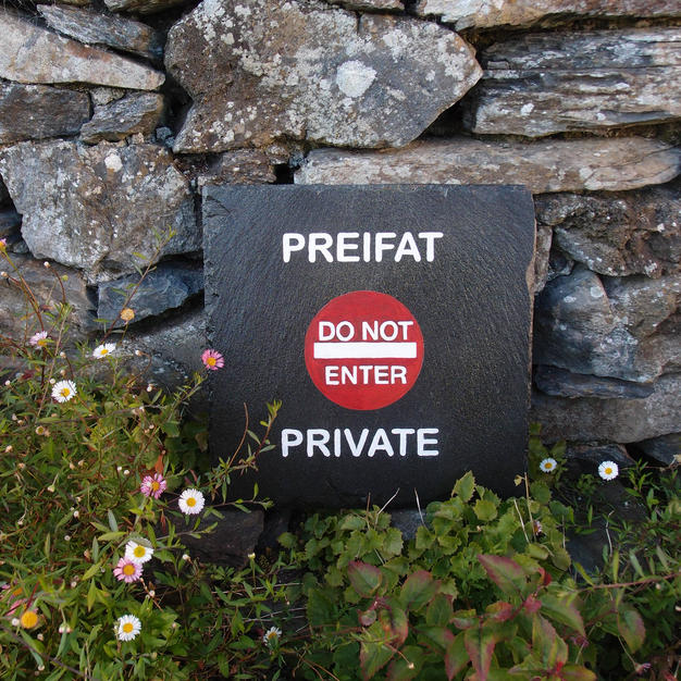 Preifat / Private