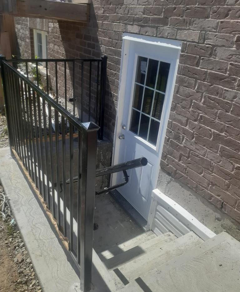 Tandem_Reno_Seperate_Entrance.jpg
