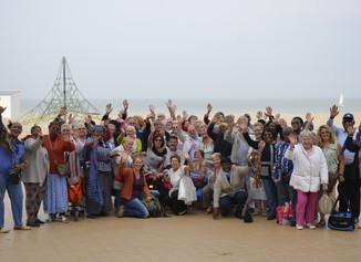 Trefdagen en evenementen: Neder-Over-Heembeek bakt kippetjes en gaat naar zee, Halle de sportieve to