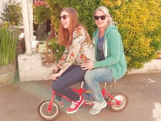 "Eierwerpen en gekke fietsen in Emelgem, collega's Diest naar ""het plezantste land"""