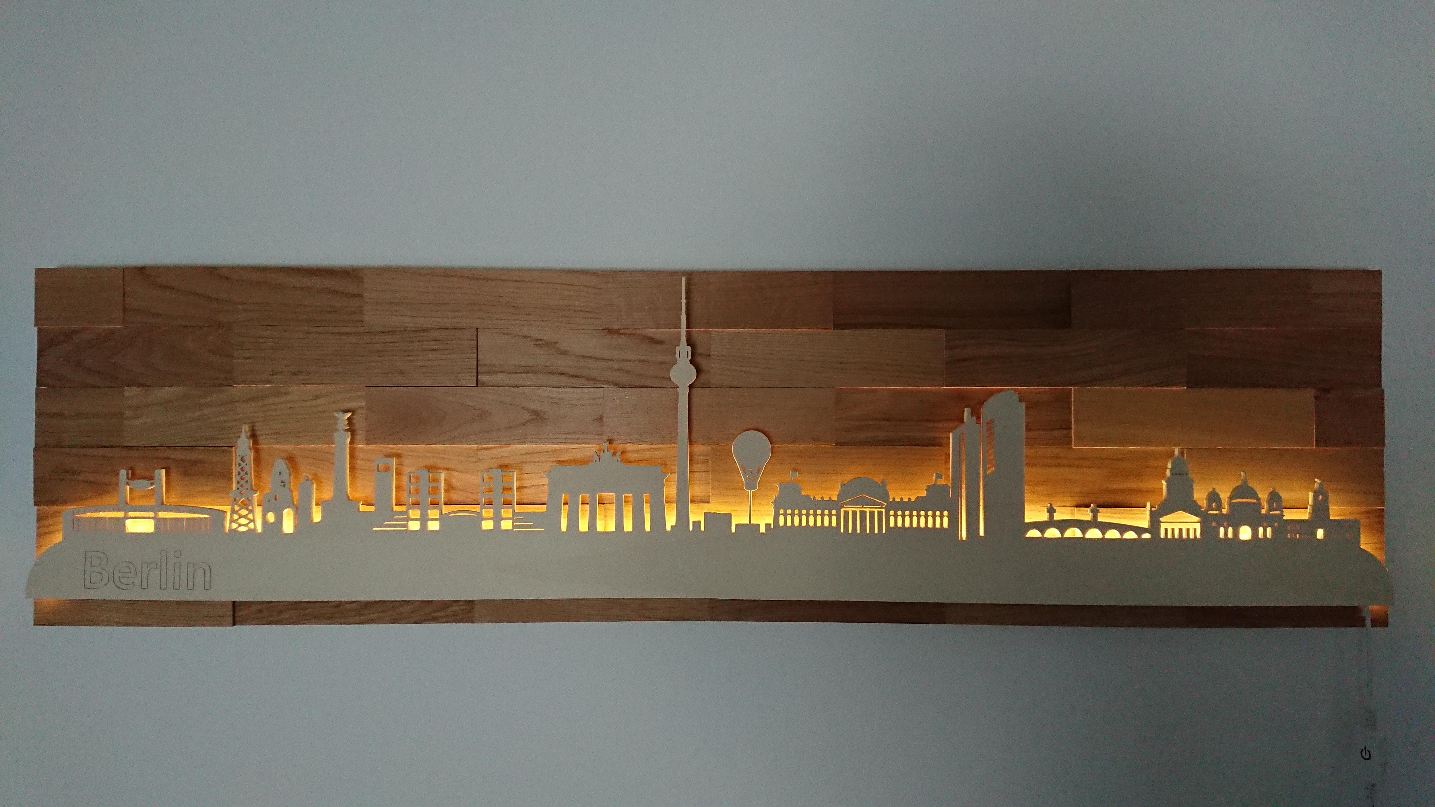 """Warmweiß LED Beleuchtung Eiche Skyline von /""""Berlin/"""""""