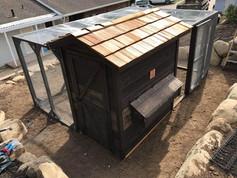 Rustic Lodge with 10'x12' Run and Cedar Shakes