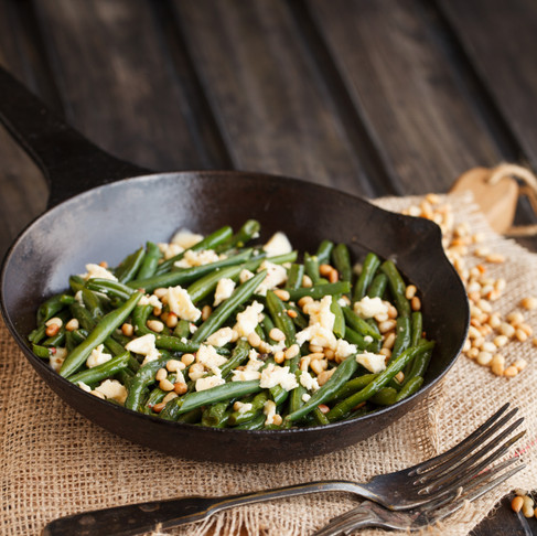 Lemony Green Beans with Toasted Garlic and Pine Nuts