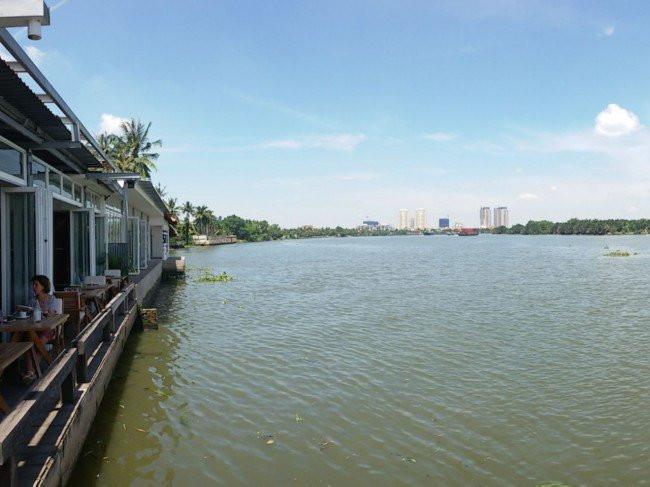 The deck restaurant on the banks of Saigon River