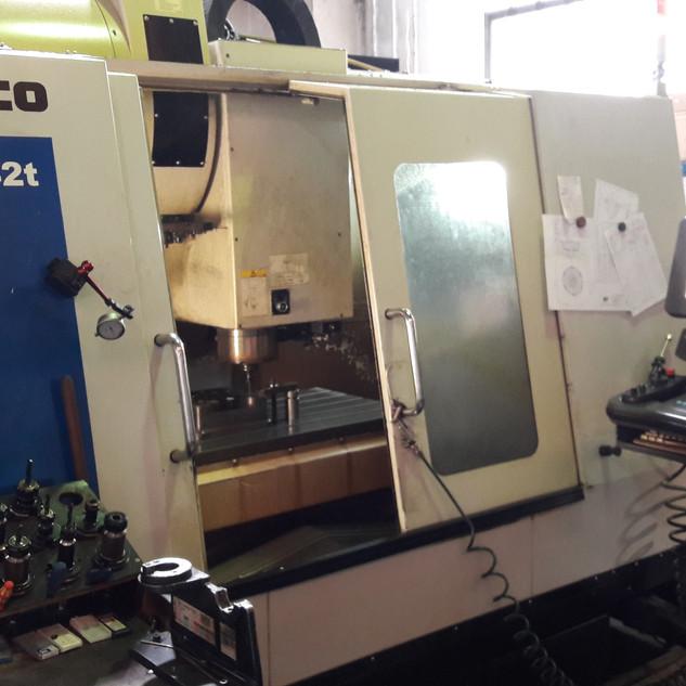 CNC obrábacie centrum HURCO VMX42t