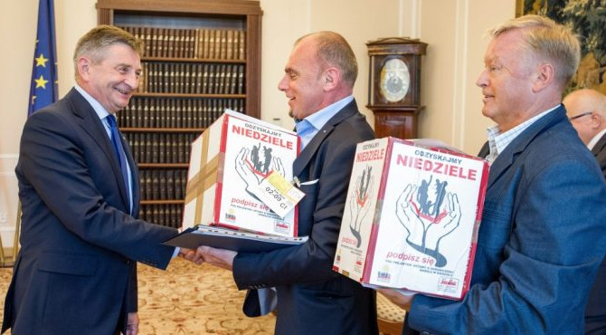More than half a million signatures in support of Polish draft law on limitation of commerce on Sund