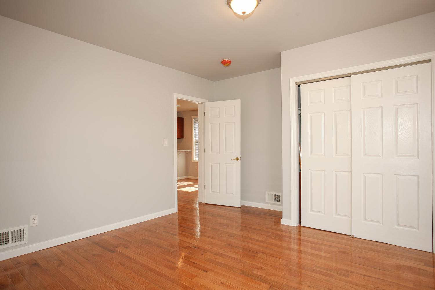6600 Smith Ave North Bergen NJ-large-018-32-Master Bedroom-1500x1000-72dpi