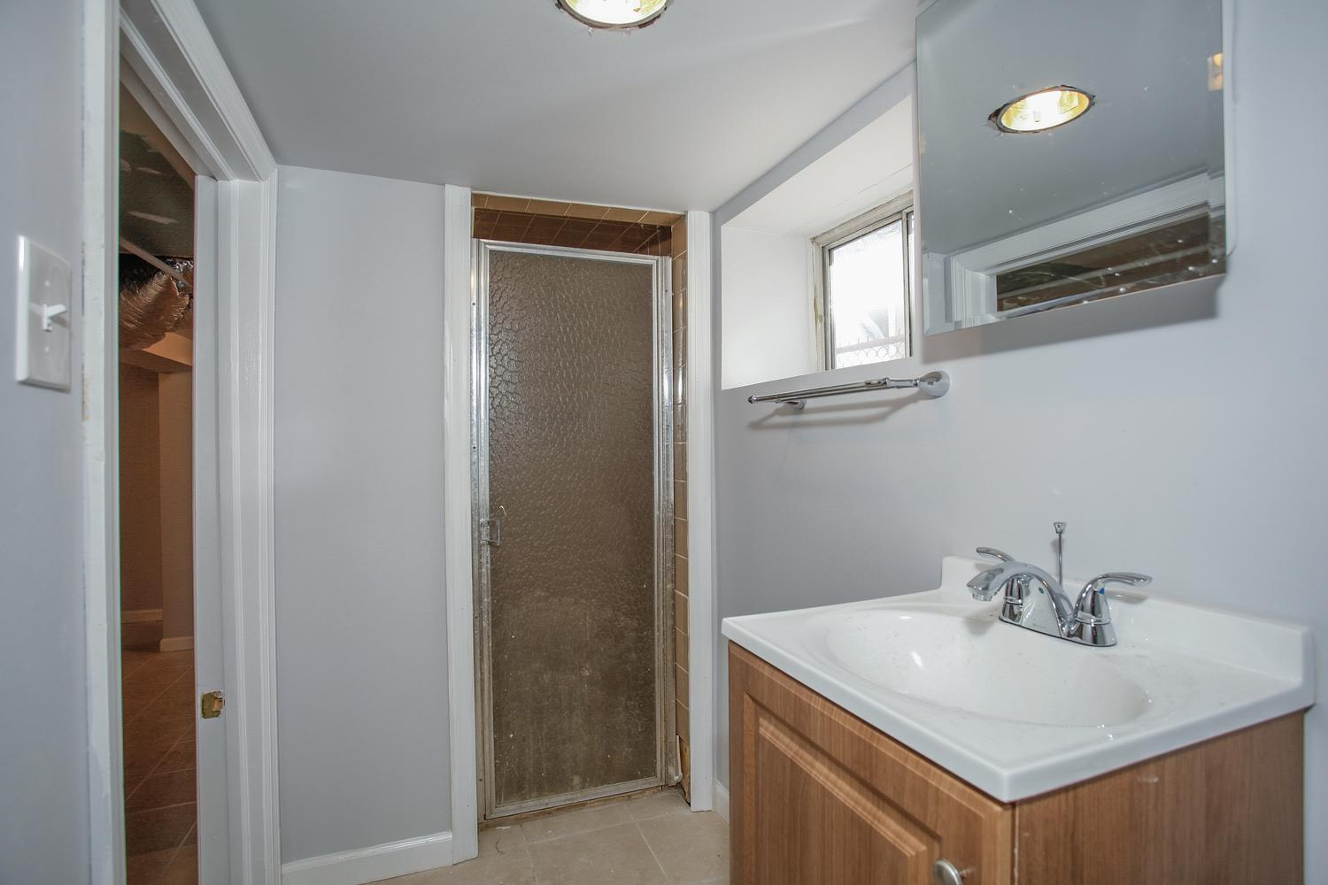 6600 Smith Ave North Bergen NJ-large-023-17-Lower Level  Bathroom-1500x1000-72dpi