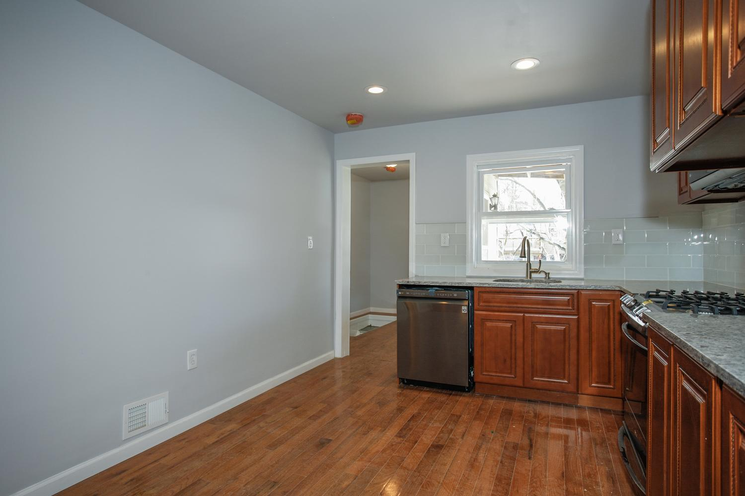 6600 Smith Ave North Bergen NJ-large-013-24-Kitchen-1500x1000-72dpi