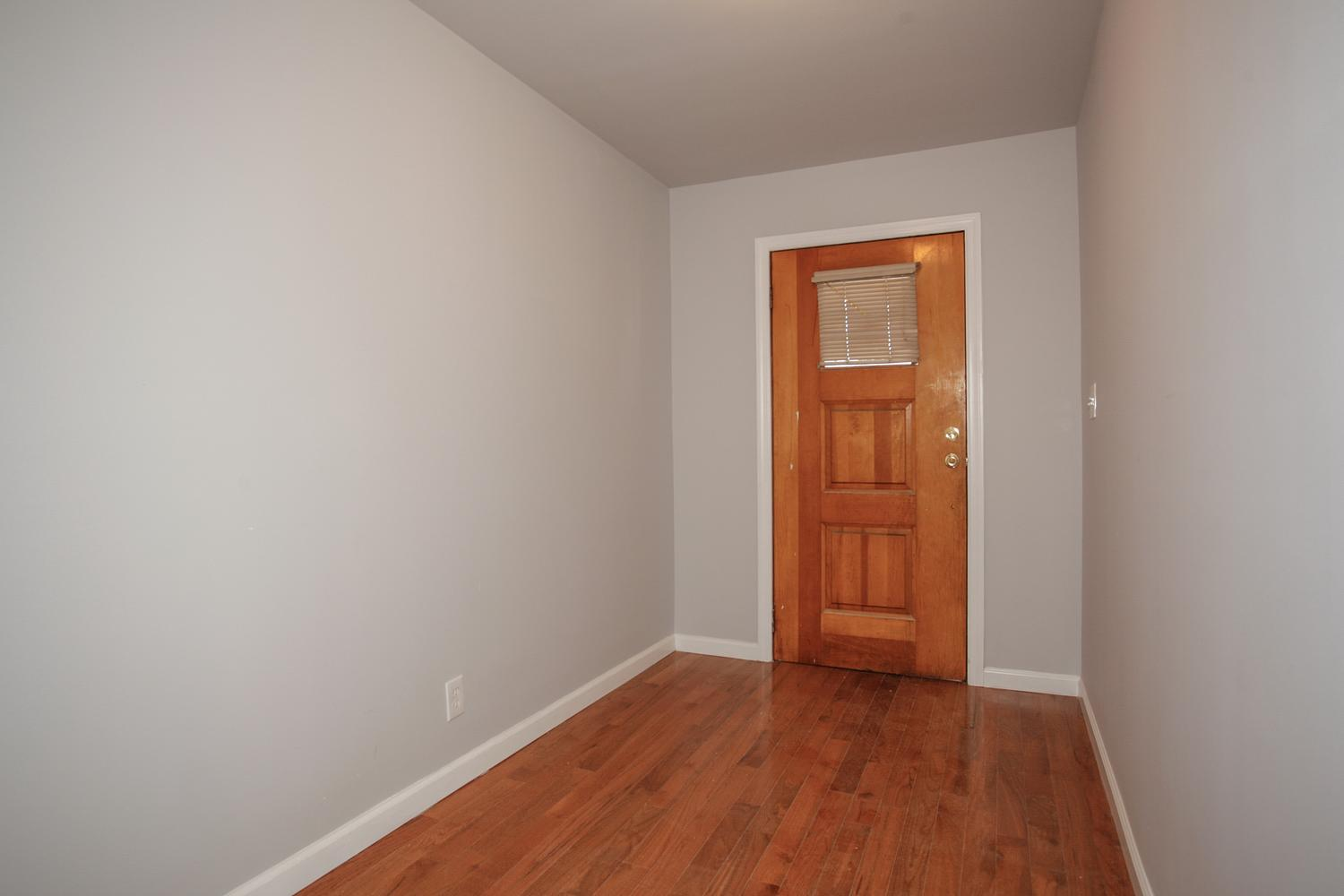 6600 Smith Ave North Bergen NJ-large-003-1-Foyer-1500x1000-72dpi
