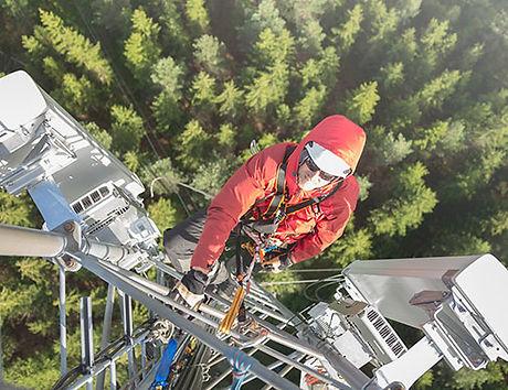 Telecom tower personnel.jpg