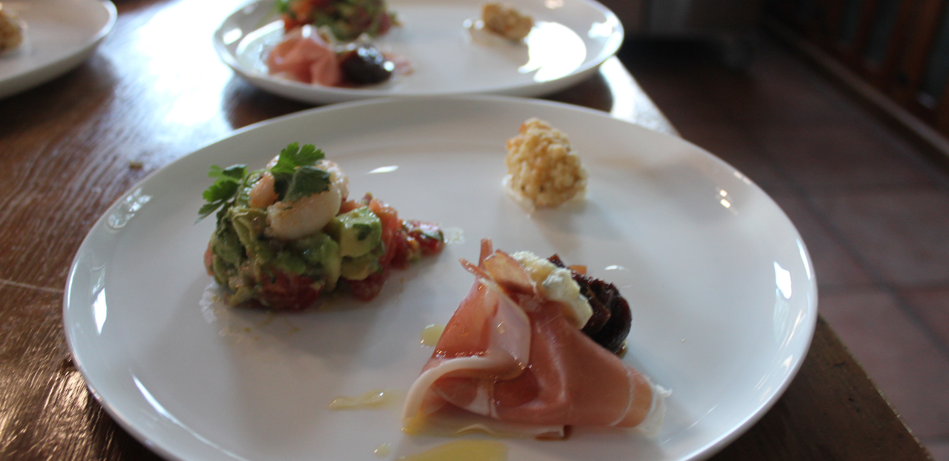 Avo tartare with prawn & gorgonzola with Proscuitto & truffle honey