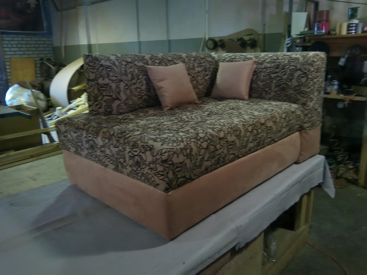 Изготовление диванв с подушками