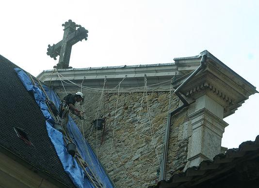 Accord de pierre-Alex Philippet-Monastère de Sélignac-cordiste-travaux en hauteur-monument historique-patrimoine-rénovation mur pignon